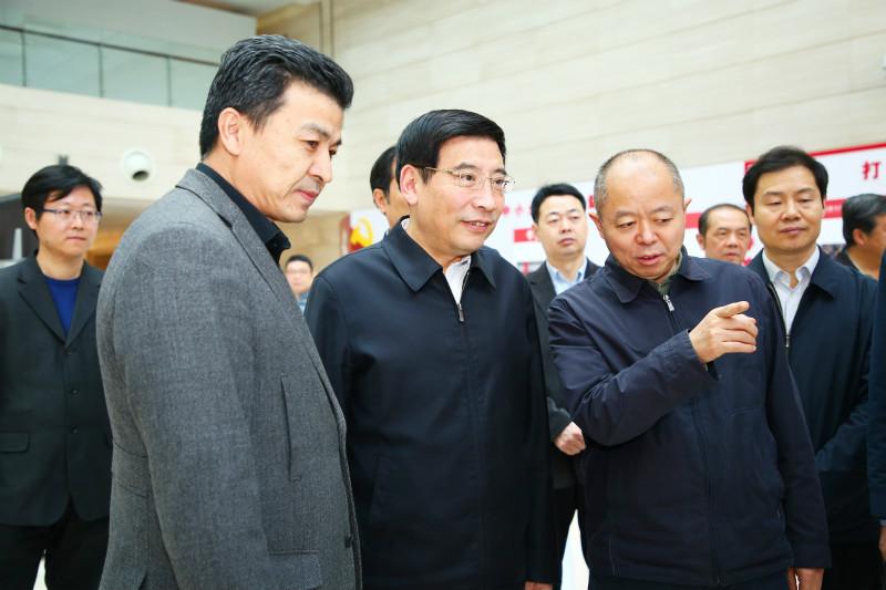 """苗圩参观2018年""""创客中国"""" 创新创业大赛成果展"""